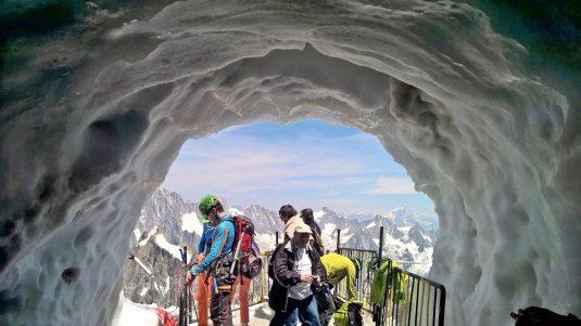 Ankunft on the top. Ausstieg an der Aiguille du Midi